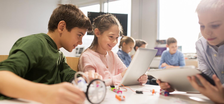 Schüler mit einem Tablet